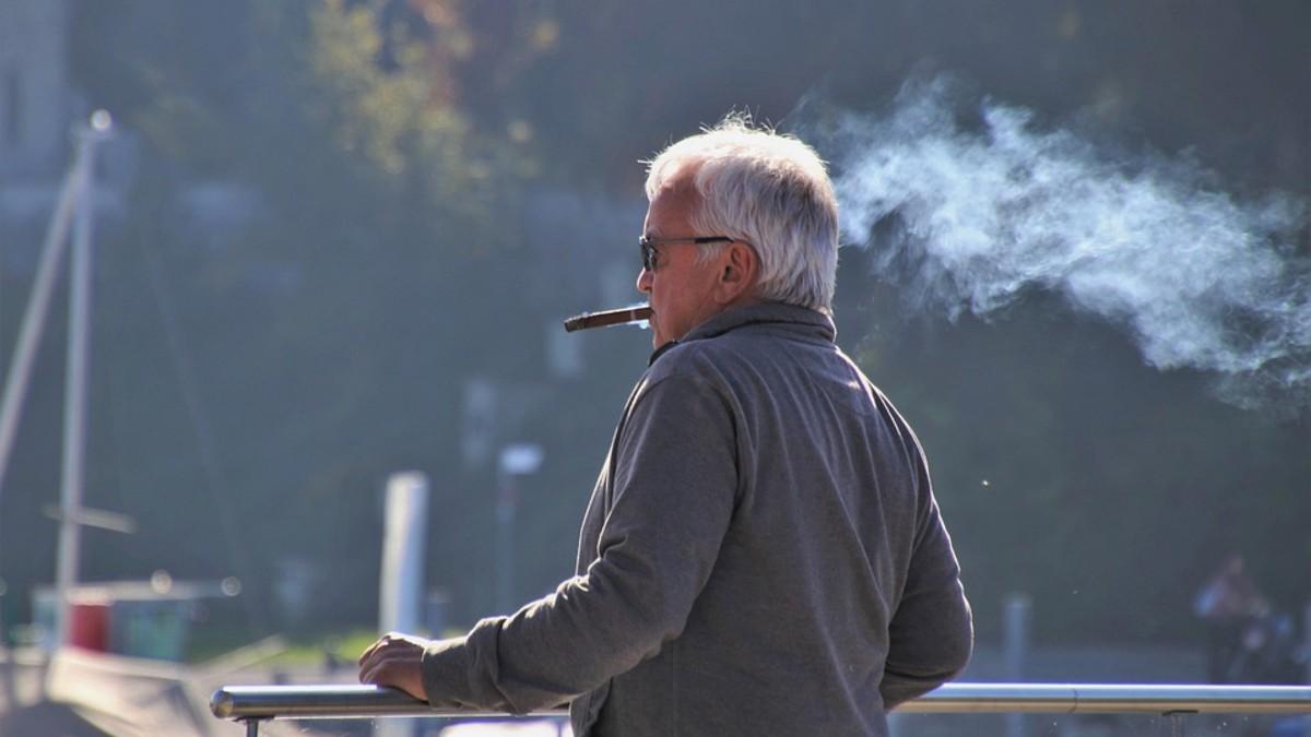 How to Smoke Cigar